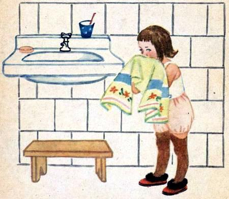 девочка Аннушка вытирается полотенцем