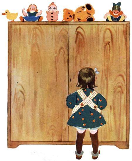 девочка Аннушка у шкафа