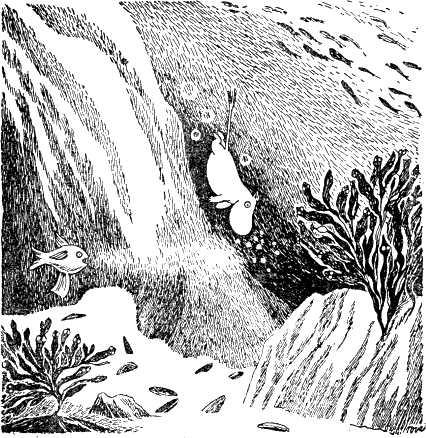 Муми-тролль ныряет в море под водой плывет